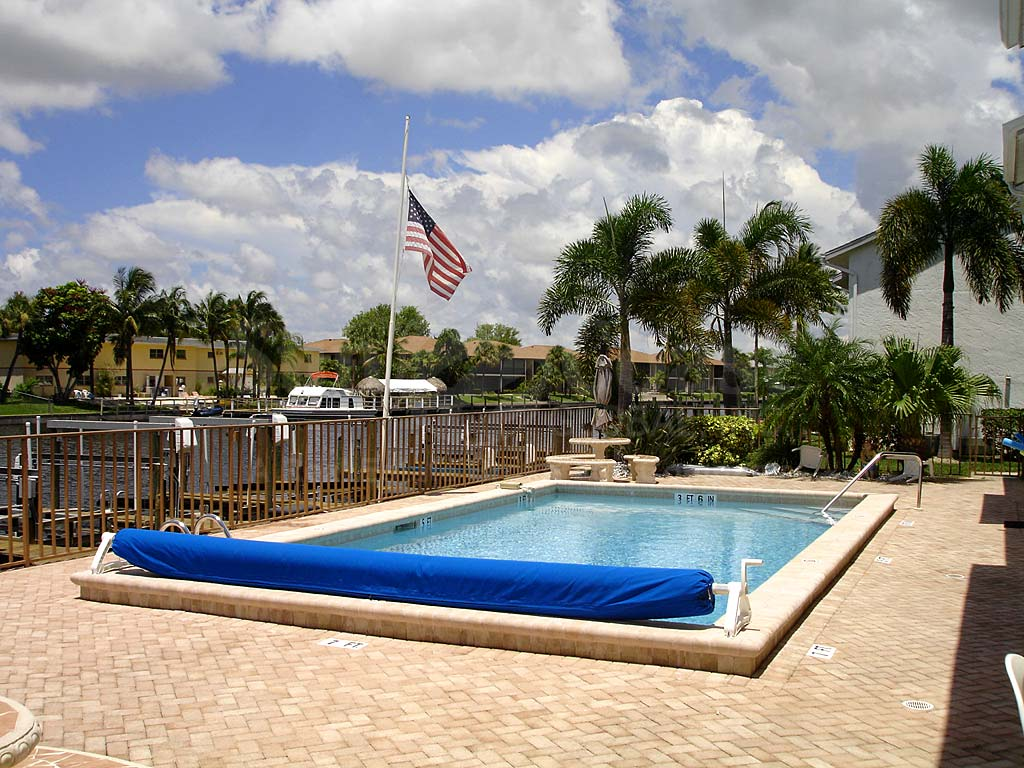Coral Isle Community Pool