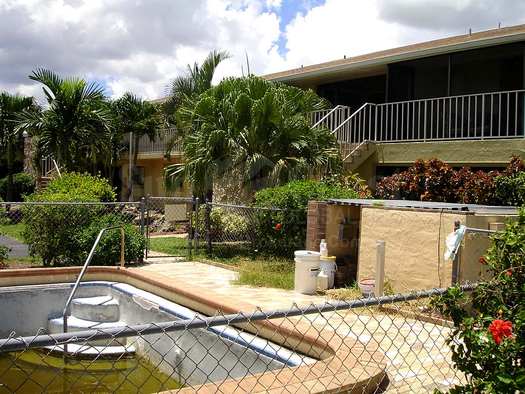 Cormarie Condo Community Pool Safety Fence