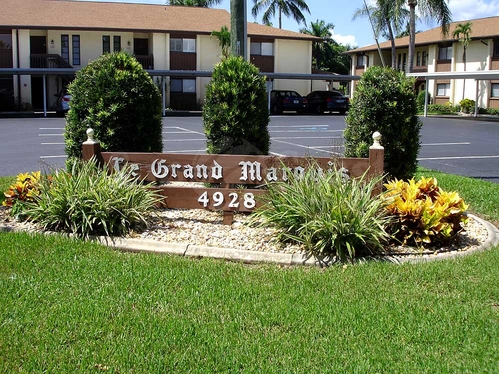 Le Grand Marquis Signage
