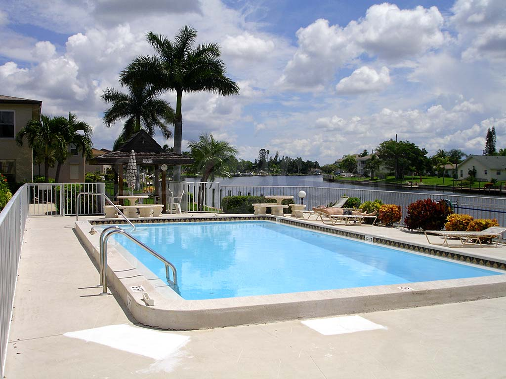 Manatee Bay Community Pool