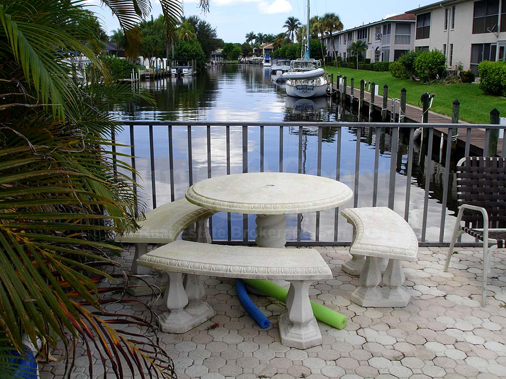 Monte Carlo Dockside Table