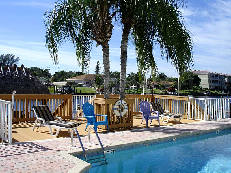 River Haven Community Pool and Sun Deck Furnishings