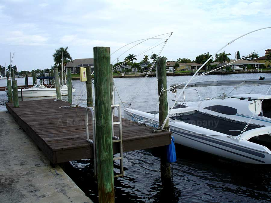River Harbor Club Docks