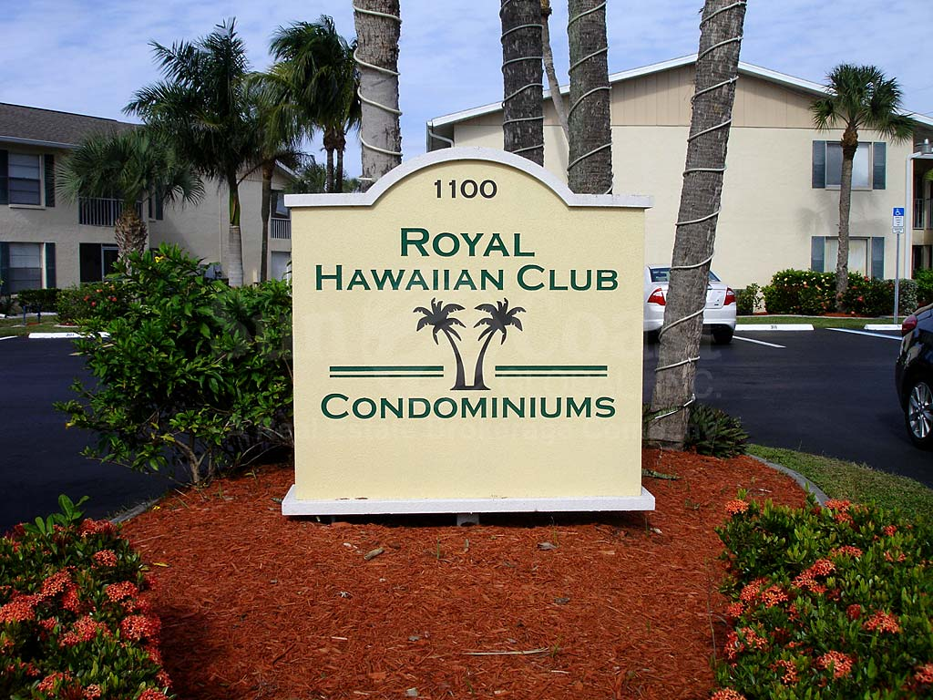Royal Hawaiian Club Signage