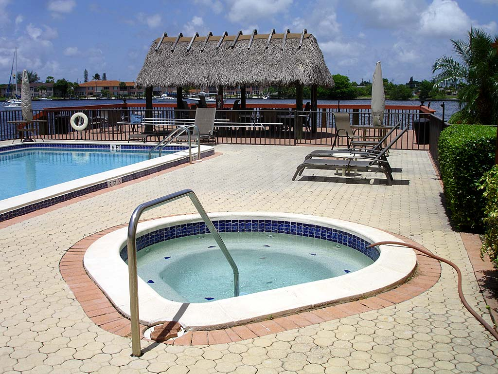 Sunnybrook Harbour Community Pool and Hot Tub