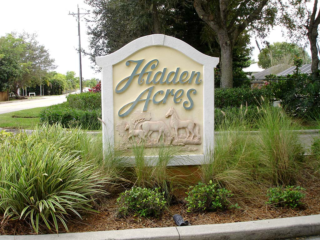 Hidden Acres Signage