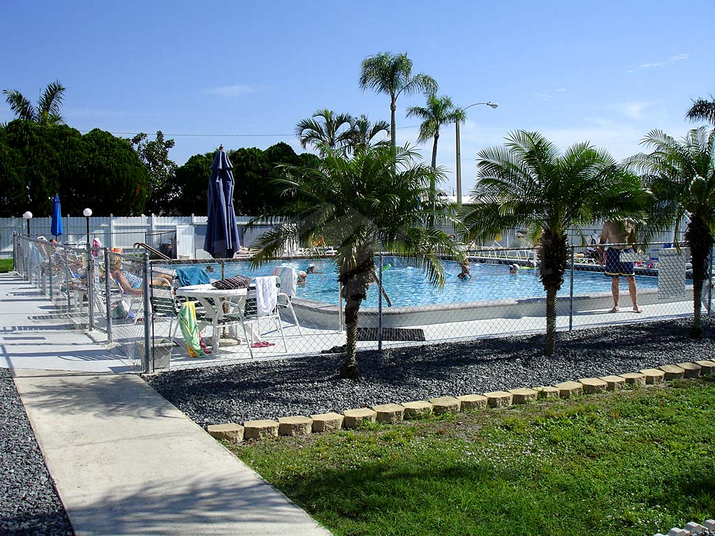 Leesure Village Community Pool