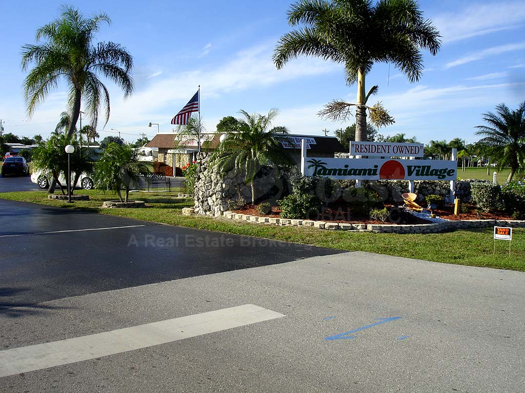 Tamiami Village Uncovered Parking