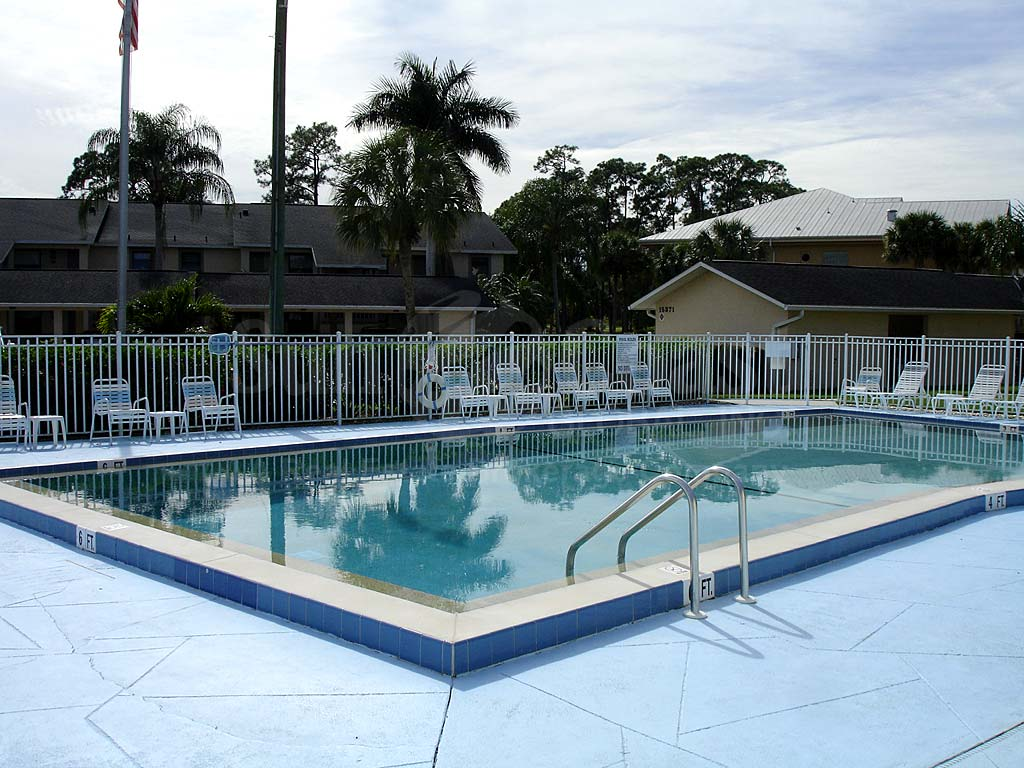 Yachtsmans Cove Community Pool
